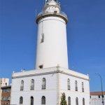 Der Leuchtturm La Farola am Hafen
