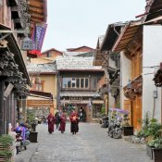 Mönche in der Altstadt von Shangri-La