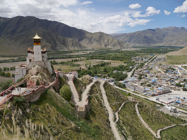 Über den Wolken des Himalaya- Ankommen in Tsedang