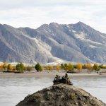 Stelle zur Fluss-Bestattung am Yarlung Tsangpo Fluss