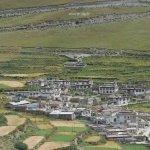 Das Dorf Zhamalongcun am Yamdrok-See