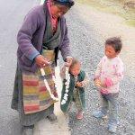 Tibeterin verkauft Yak-Käse
