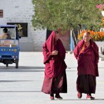 Mönche im Straßenbild