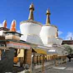 Stupas im Kloster