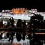 Der Potala-Palast bei Nacht