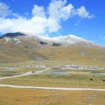 Tibetisches Dorf in der Ferne