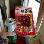 Zwischenmahlzeit: Bier mit Fleisch-Snack