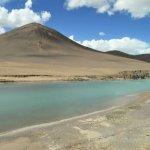 Sandige Berge und Wasser