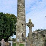 Monasterboice, Friedhofsanlage mit mittelalterlichem Turm