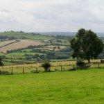 Irländische Highlands beim Beltany Steinkreis