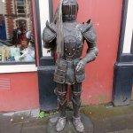 Alter Ritter in der Einkaufsstraße in Derry / Londonderry