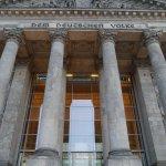 Eingang zum Reichstagsgebäude (Bundestag), Berlin 2016